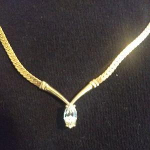 Beautiful Vintage Avon Necklace Gold Ton